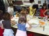 Kinder bei der Arbeit im Atelier von Urs Heinrich